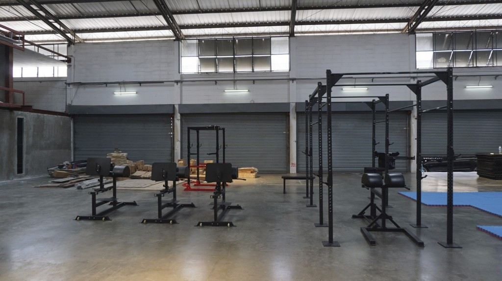 East West CrossFit 4